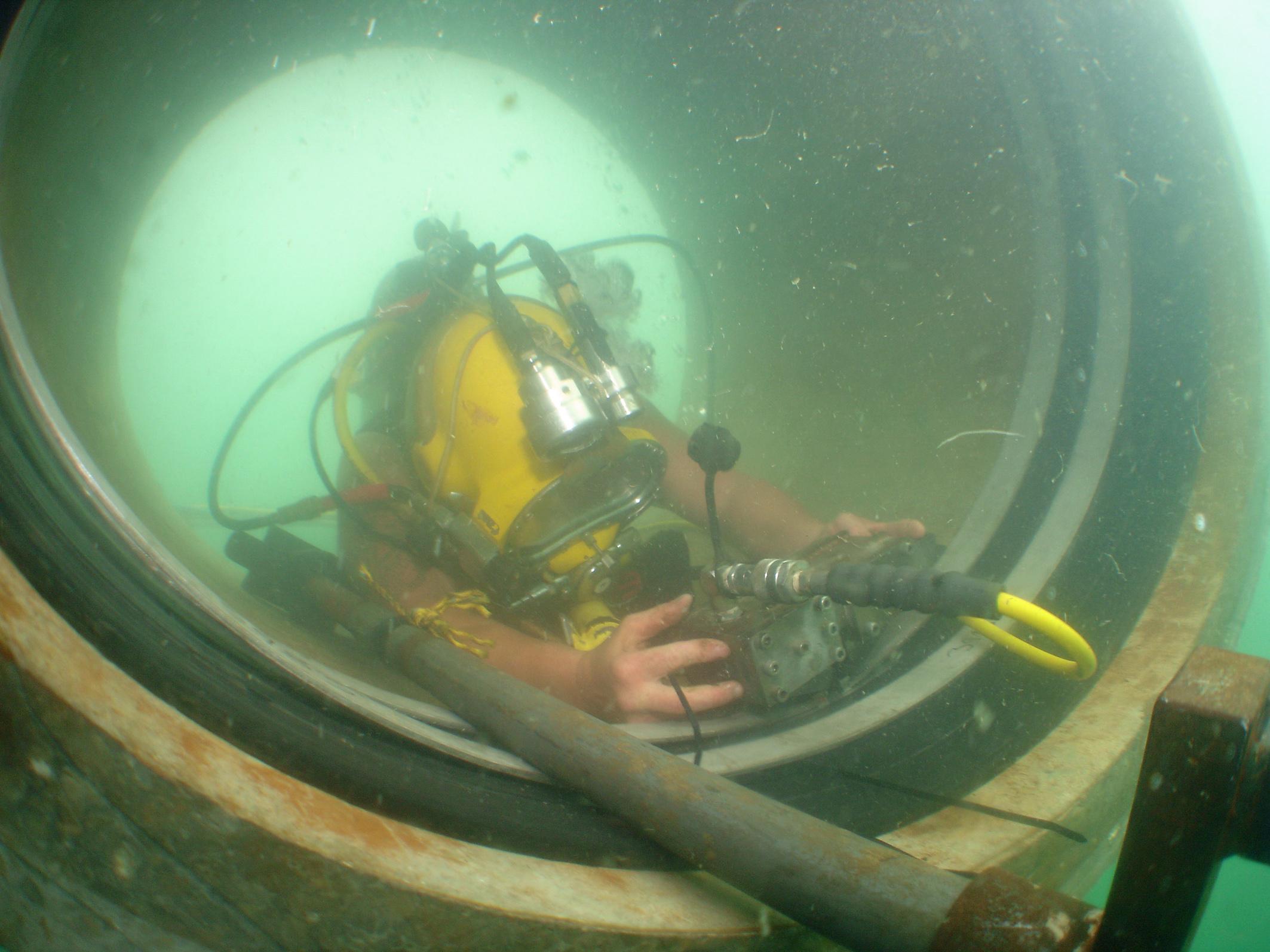 AMEX_Unterwassermontage_einer_AMEX-10-Manschette